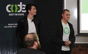 Hai cậu sinh viên thiết kế trang web giá 500 USD tốt gấp 4 lần trang web 10 triệu USD của chính phủ