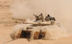 """Bị Trung Quốc và Pakistan """"rình rập"""", Ấn Độ nỗ lực phát triển xe thiết giáp"""