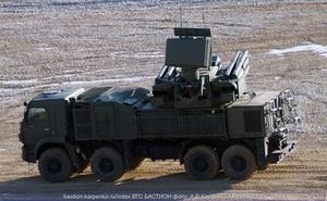 """[VIDEO] """"Mãnh thú"""" Pantsir-S1 của Nga ùn ùn kéo về Novosibirsk"""
