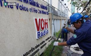 Quận 1 tháo dỡ bồn hoa, bảng hiệu của Đài Tiếng nói Nhân dân TP HCM lấn chiếm vỉa hè