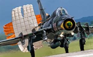 Su-22 phải làm sao để chiến thắng F/A-18 trong không chiến?