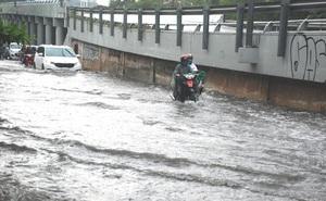 Chưa tìm ra nguyên nhân tắc cống khiến đường Nguyễn Hữu Cảnh ngập