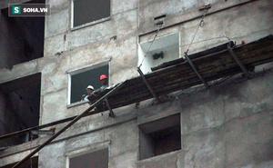 TP HCM: Sập giàn giáo công trình xây dựng, 2 người thương vong