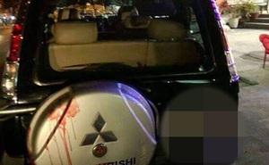 Nhóm côn đồ đi xe máy ép ô tô, dùng dao kiếm chém người