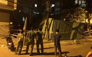 Nhiều người tháo chạy khỏi 2 ngôi nhà đổ sập ở Sài Gòn