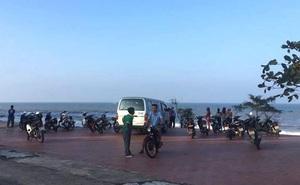 2 nam sinh lớp 8 bị sóng cuốn mất tích khi ra biển chơi