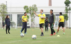 TRỰC TIẾP: Ryan Giggs, Paul Scholes đối đầu HLV Hoàng Anh Tuấn trong trận đấu đặc biệt