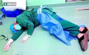 Bác sĩ trẻ nằm dưới sàn nhà, nguyên nhân khiến nhiều người cảm thông sâu sắc