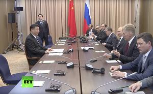 """Chủ tịch Tập Cận Bình vô tình trở thành """"chiến binh đơn độc"""" trong cuộc gặp với TT Putin"""
