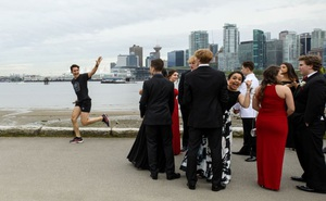 24h qua ảnh: Thủ tướng Canada chạy bộ trên phố như thường dân