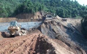 Đập chứa bùn thải quặng bị vỡ xây sai thiết kế khi chỉ đắp bằng đất