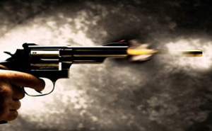 Không được phục vụ bữa tối, chồng rút súng bắn chết vợ