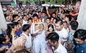 Người dân Đồng Tâm vỗ tay khi cụ Lê Đình Kình về làng