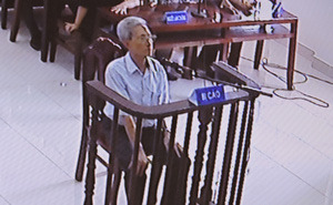"""Bị tuyên 3 năm tù, ông 77 tuổi dâm ô bé gái đòi """"tự thiêu để chứng minh mình vô tội"""""""