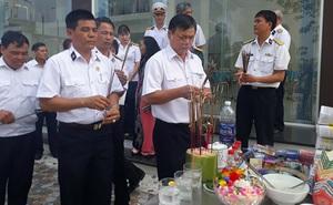 Đồng đội tưởng niệm 64 liệt sĩ hy sinh ở đảo Gạc Ma