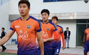 """Xuân Trường tiếp tục """"lặn sâu"""", Gangwon FC mất điểm ở vòng đấu 31"""