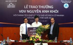 Dược phẩm Nhất Nhất tặng thưởng cho kỳ thủ Nguyễn Anh Khôi