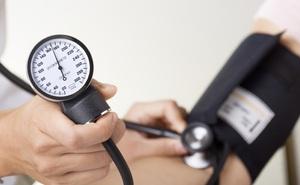 """4 giải pháp có thể """"cứu sống"""" người bị huyết áp cao trong mùa lạnh"""