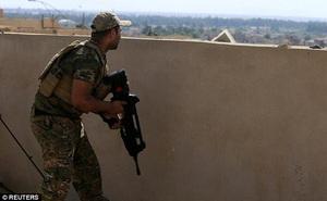 Lính bắn tỉa hạ gục tay súng IS từ khoảng cách 2,4 km