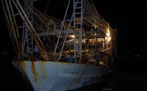 Tàu cá Thanh Hóa cùng 10 ngư dân đã cập cảng cá Quy Nhơn an toàn
