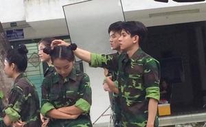 """Ban đầu đứng cạnh Sơn Tùng, nhưng vì ăn hình nên """"anh lính"""" vai phụ mới bị đẩy xuống cuối"""