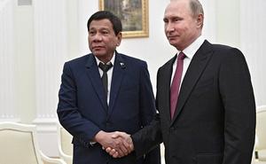 Nga tặng Philippines 5.000 khẩu Ak-47 diệt phiến quân