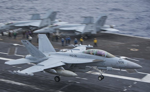 """Không khí """"sẵn sàng"""" trên siêu tàu sân bay Mỹ tiến vào cửa ngõ Triều Tiên"""