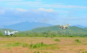 Tiêm kích Su-27, Su-22 Sư đoàn 372 dồn dập công kích mục tiêu ở trường bắn TB-2