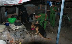 Phát hiện bông tai nạn nhân bị chặt xác tại nhà nghi can