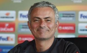 Mourinho tự ứng cử cho vị trí trung vệ của Man Utd
