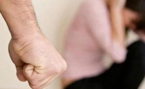 Người phụ nữ bị bạo hành suốt 20 năm, bị chồng giam giữ và ép hầu hạ cho nhân tình của anh ta