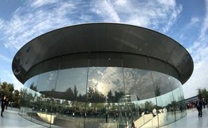 Bên trong Nhà hát Steve Jobs - nơi diễn ra sự kiện Apple - một tuyệt tác như chính chiếc iPhone vậy