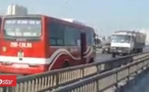Xe khách chạy ngược chiều, phóng bạt mạng trên cao tốc