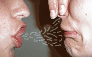 Tại sao ăn tỏi bị hôi miệng đến mức đánh răng, nhai kẹo cao su cũng không hết?