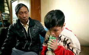 """Bé trai 10 tuổi bị bạo hành dã man ở Hà Nội """"vẫn sợ gặp bố và mẹ kế"""""""