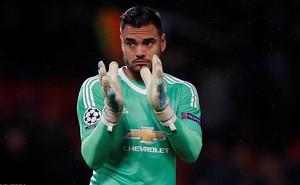 """Trước thềm derby, """"cận vệ số hai"""" của Man United bất ngờ thay lòng đổi dạ"""