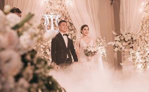 Đám cưới sang chảnh với 10.000 bông hoa tươi và váy đính 5.000 kim sa của cô dâu xinh đẹp