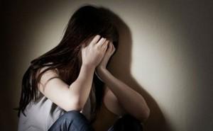 Khống chế cô gái đưa về nhà hiếp dâm