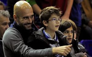 """Bí mật của Pep Guardiola: """"Hủy diệt"""" Man City nhờ kế sách của con trai 10 tuổi"""