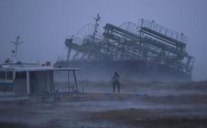 """Ảnh: Siêu bão Trami """"quần thảo"""" Nhật Bản khiến nhiều khu vực tê liệt"""
