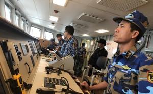 Tàu hộ vệ tên lửa 015-Trần Hưng Đạo lớp Gepard VN chống bão Trà My giữa biển Nhật Bản