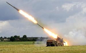 """Ukraine tăng cường pháo phản lực phóng loạt cực mạnh: Ly khai miền Đông """"lạnh người""""?"""