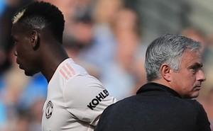"""Khi Man United thất bại, đừng chỉ """"chĩa mũi dùi"""" về phía Mourinho"""