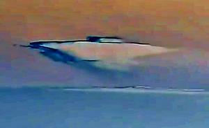 Kinh ngạc người phụ nữ nhìn thấy UFO được ngụy trang trong đám mây