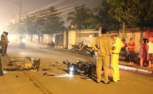 Đứng bên đường ném mũ bảo hiểm vào chiếc xe máy kẹp 3 làm 2 người tử vong