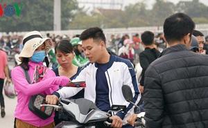 """Giá vé """"chợ đen"""" trận Việt Nam-Malaysia lên đến 25 triệu đồng"""