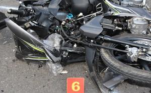 Người đàn ông tử vong, đầu xe máy vỡ nát sau cú va chạm với xe tải