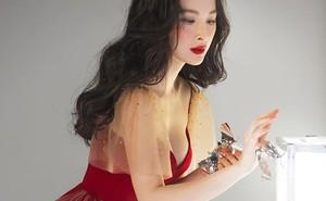 Minh Tú hóa thân thành 'cô tiên hắc ám', Hương Giang khoe mặt mộc trong ngày Giáng sinh