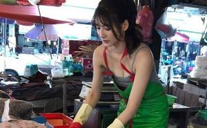 """Ra chợ phụ mẹ bán hàng, cô gái xinh đẹp bỗng trở thành hiện tượng MXH với danh hiệu """"hotgirl mổ cá"""""""
