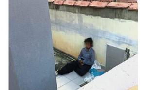 Đội cứu hộ phát hiện người giúp việc ngồi trên hiên nhà cùng chó dữ, một ngày sau người chủ bị bắt